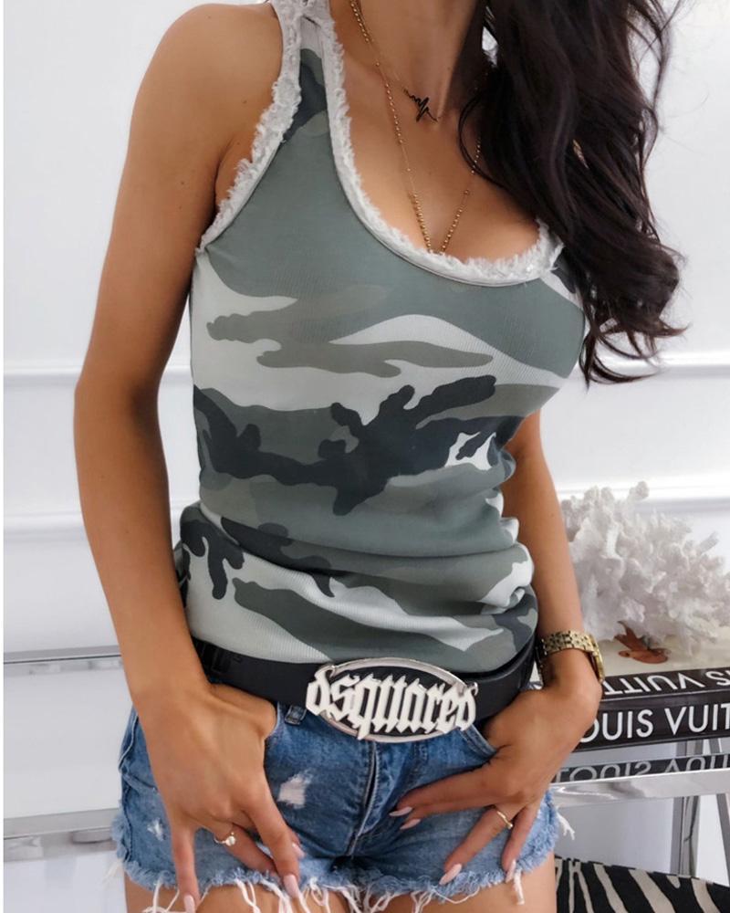 ivrose / Camiseta sin mangas con cuello redondo de camuflaje y dobladillo deshilachado
