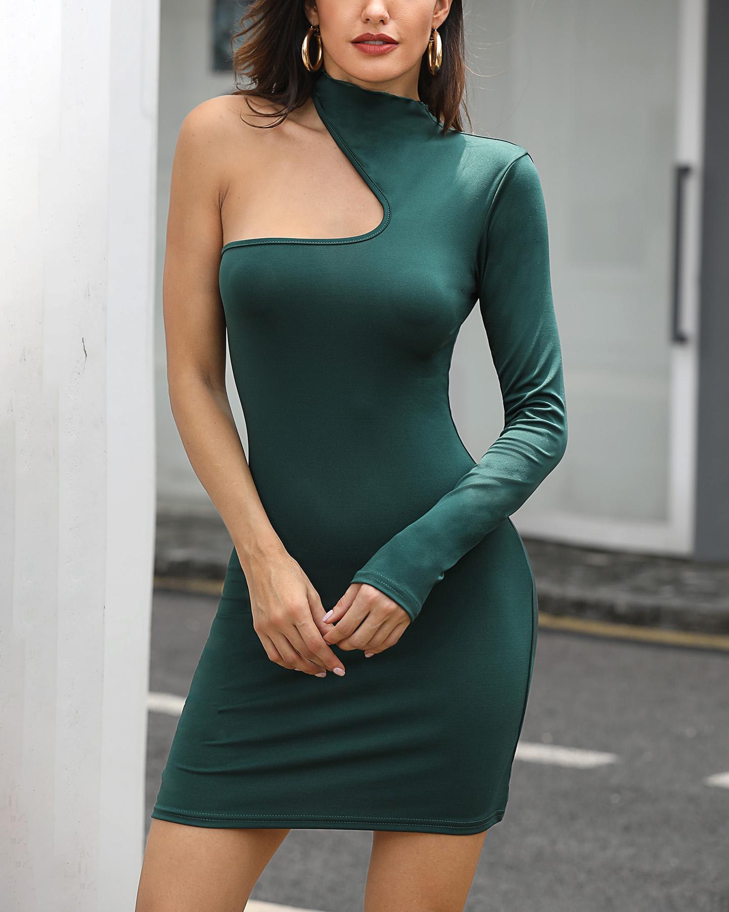 chicme / Un vestido de fiesta recortado de manga larga