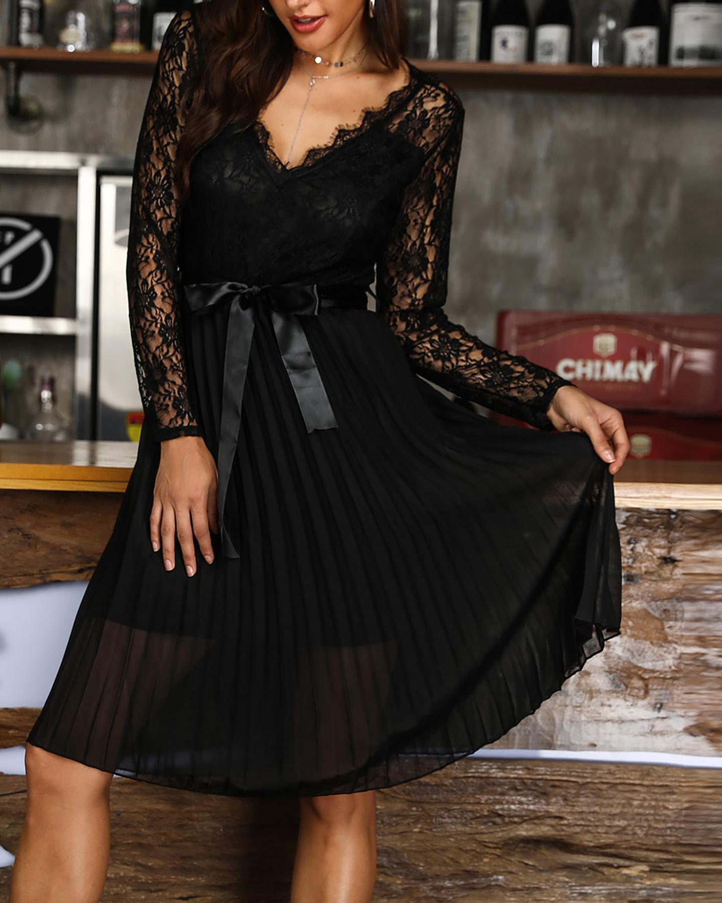 V-neck Lace Bodice Pleated Dress фото