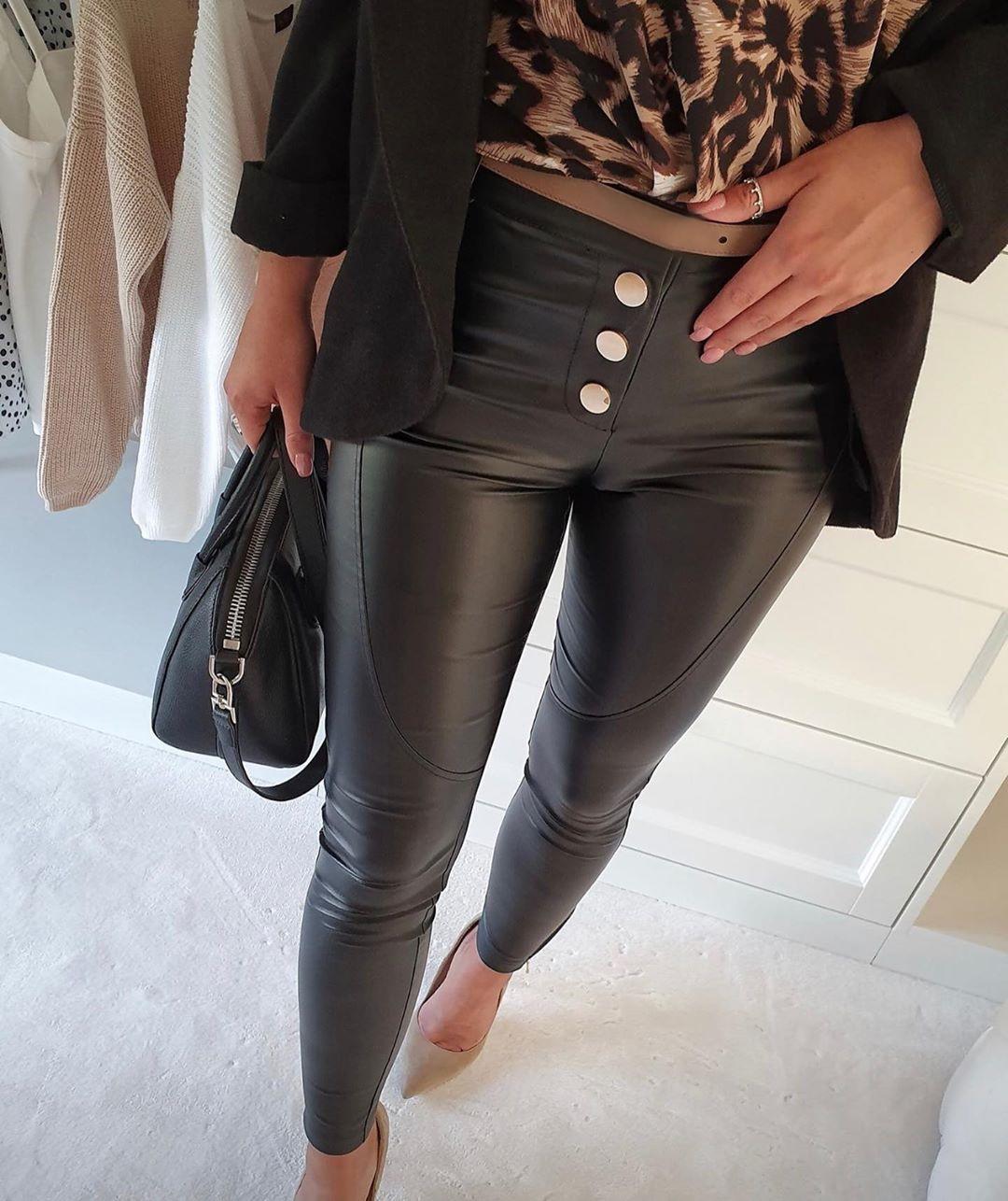 chicme / Pantalones de cuero sintético con botones