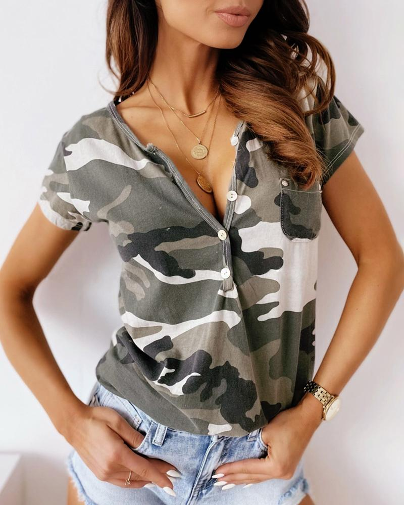 Camouflage Print Buttoned Pocket Design Casual T-shirt фото