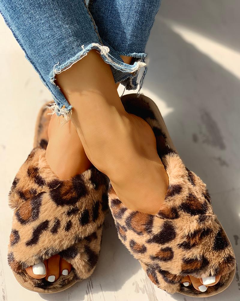 ivrose / Pantuflas planas cruzadas de leopardo esponjoso