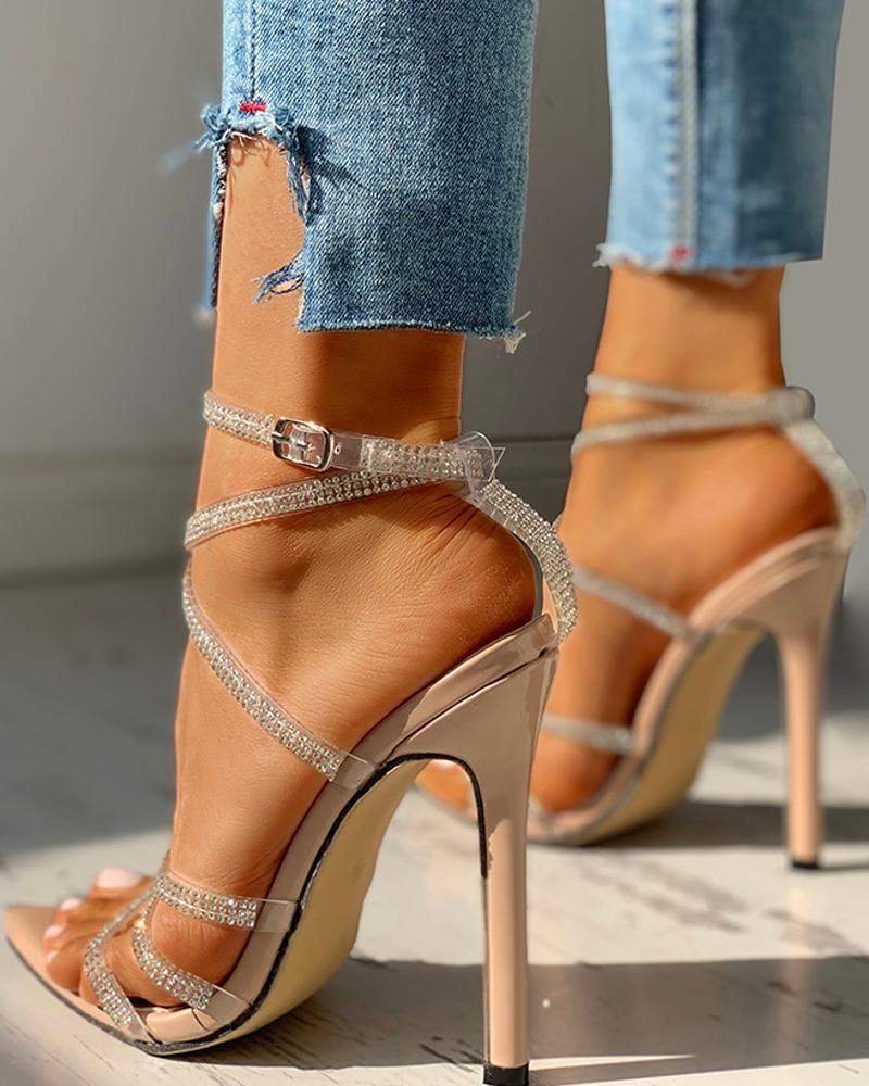 chicme / Sandálias de salto fino com cordões e tachas cravejadas