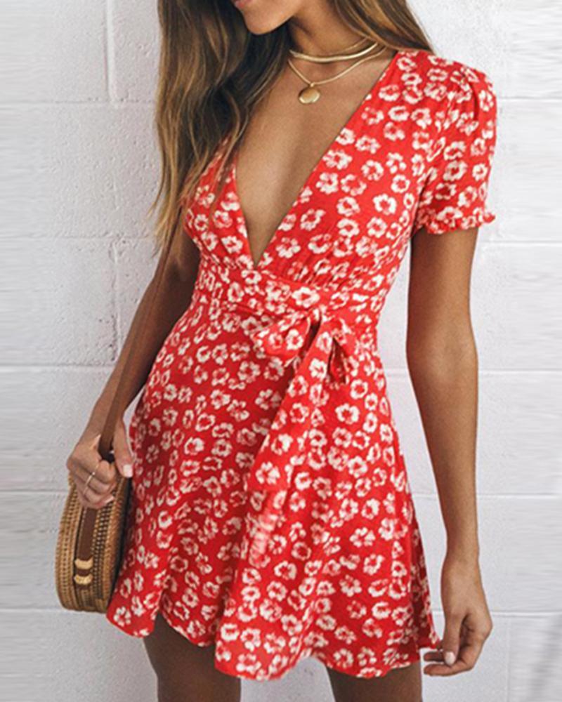 ivrose / Mini vestido de babados decote em v floral