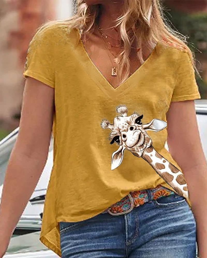 Giraffe Print V-Neck Casual T-Shirt фото