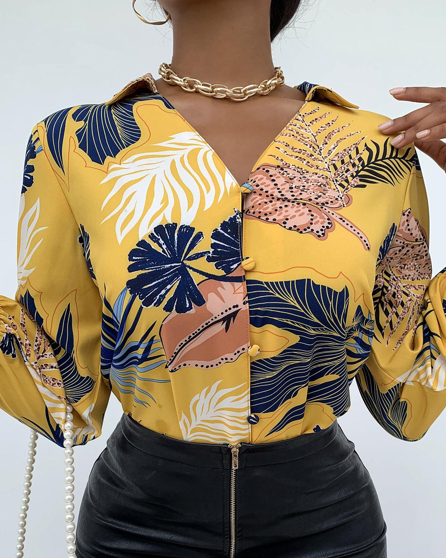 ivrose / Camisa abotonada con estampado de hojas de palmeras tropicales