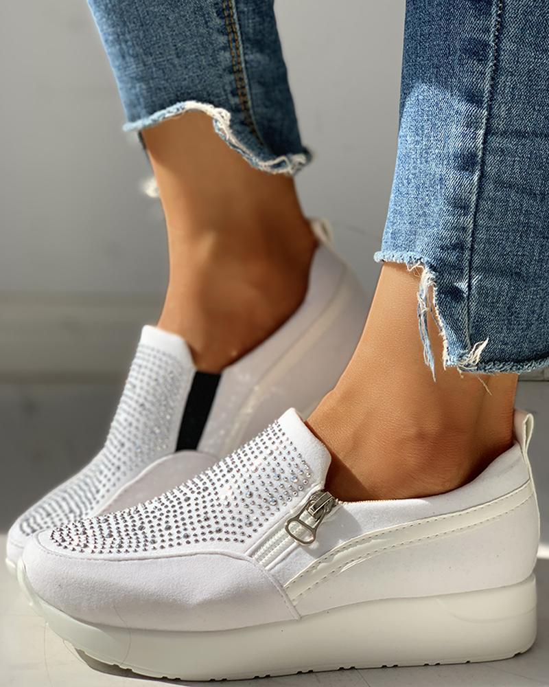 chicme / Zapatillas de deporte con plataforma y cremallera con diseño de cuentas de ante