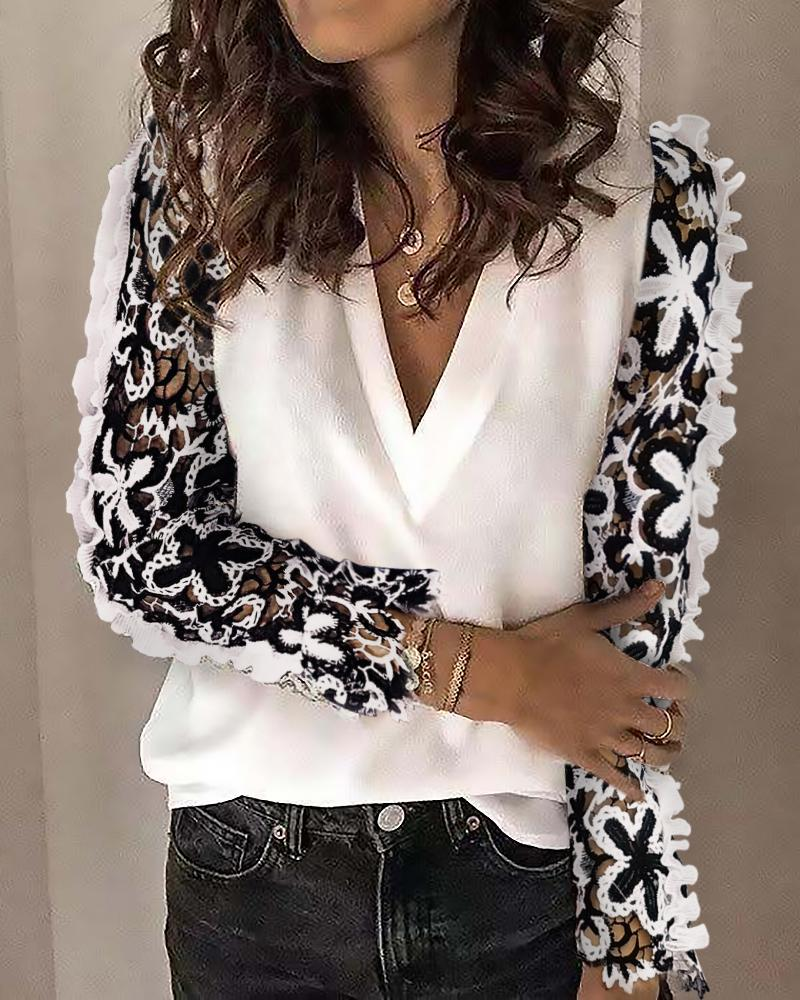 boutiquefeel / Floral Hollow Out Long Sleeve Blouse