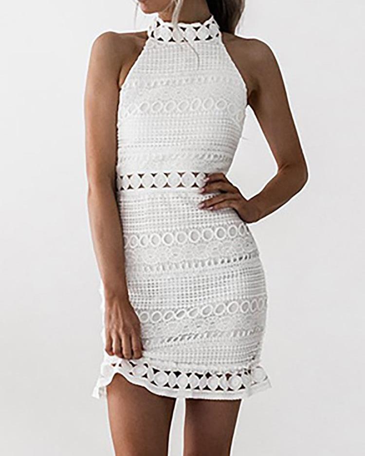 boutiquefeel / Halter Crochet Lace Ruffle Hem Mini Vestido