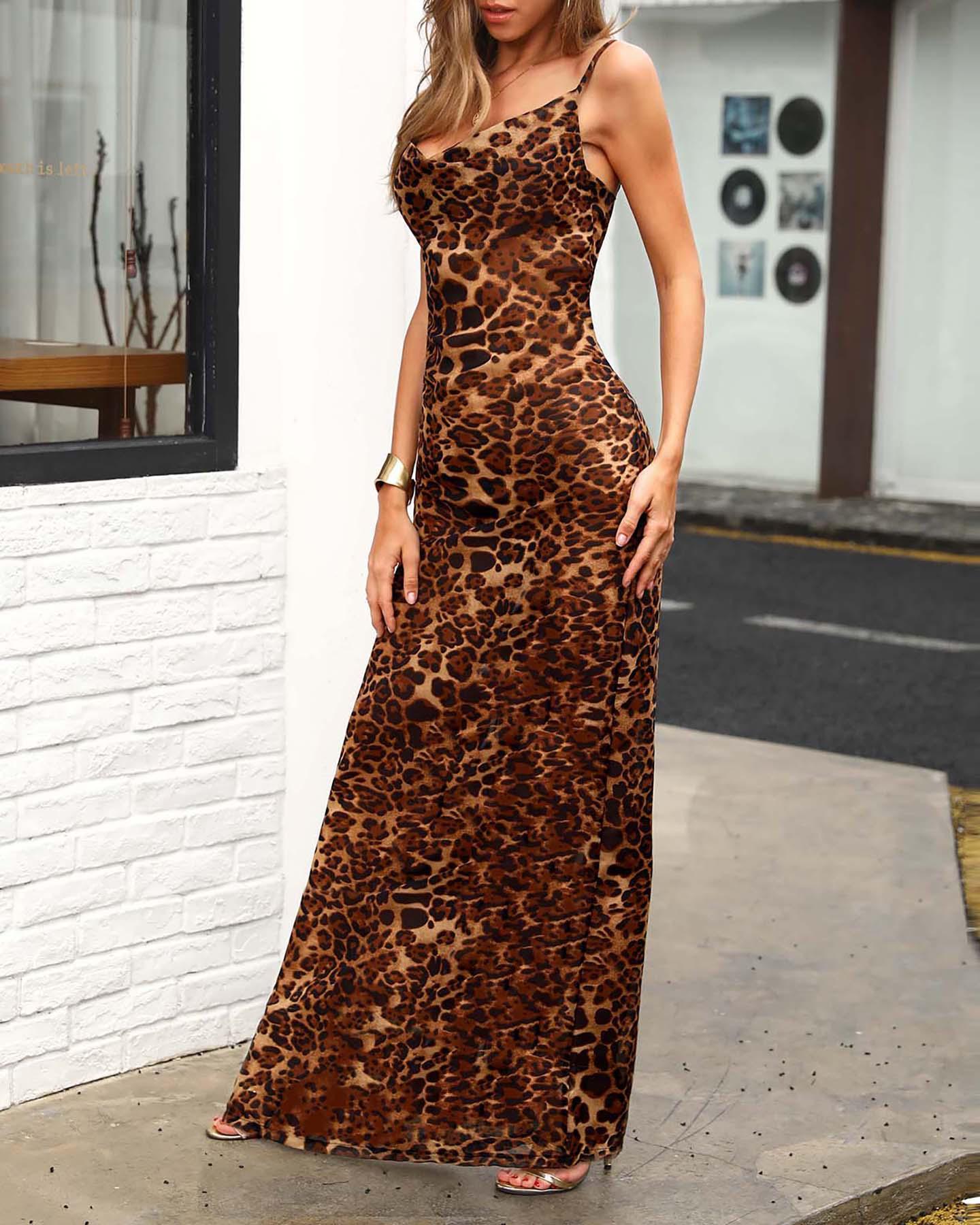 ivrose / Vestido largo con estampado de leopardo y correa de espagueti