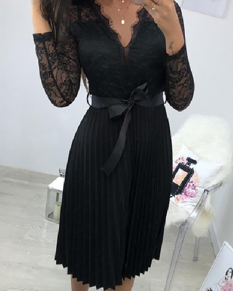 boutiquefeel / Vestido plisado de encaje con cuello en V