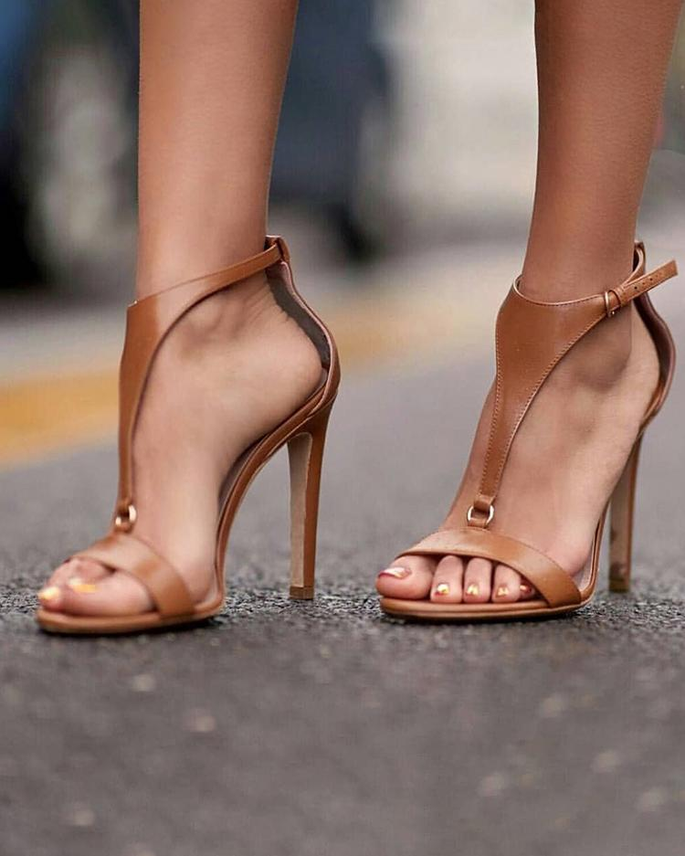 Solid Buckled T-Strap Thin Heeled Sandals фото