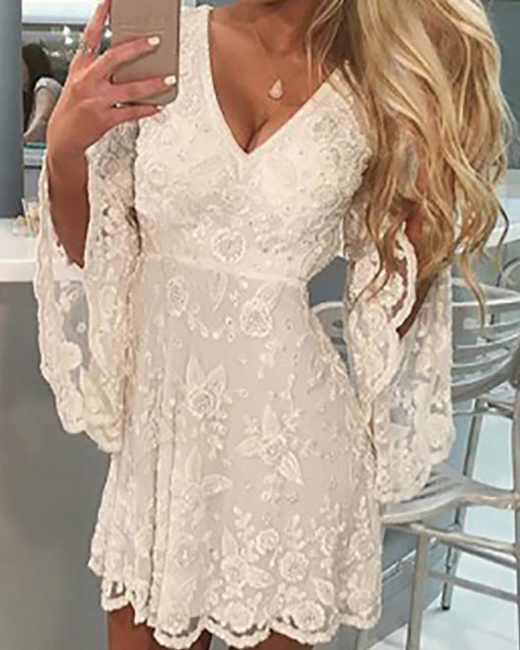 boutiquefeel / Vestido de encaje de manga de campana con cuello en v