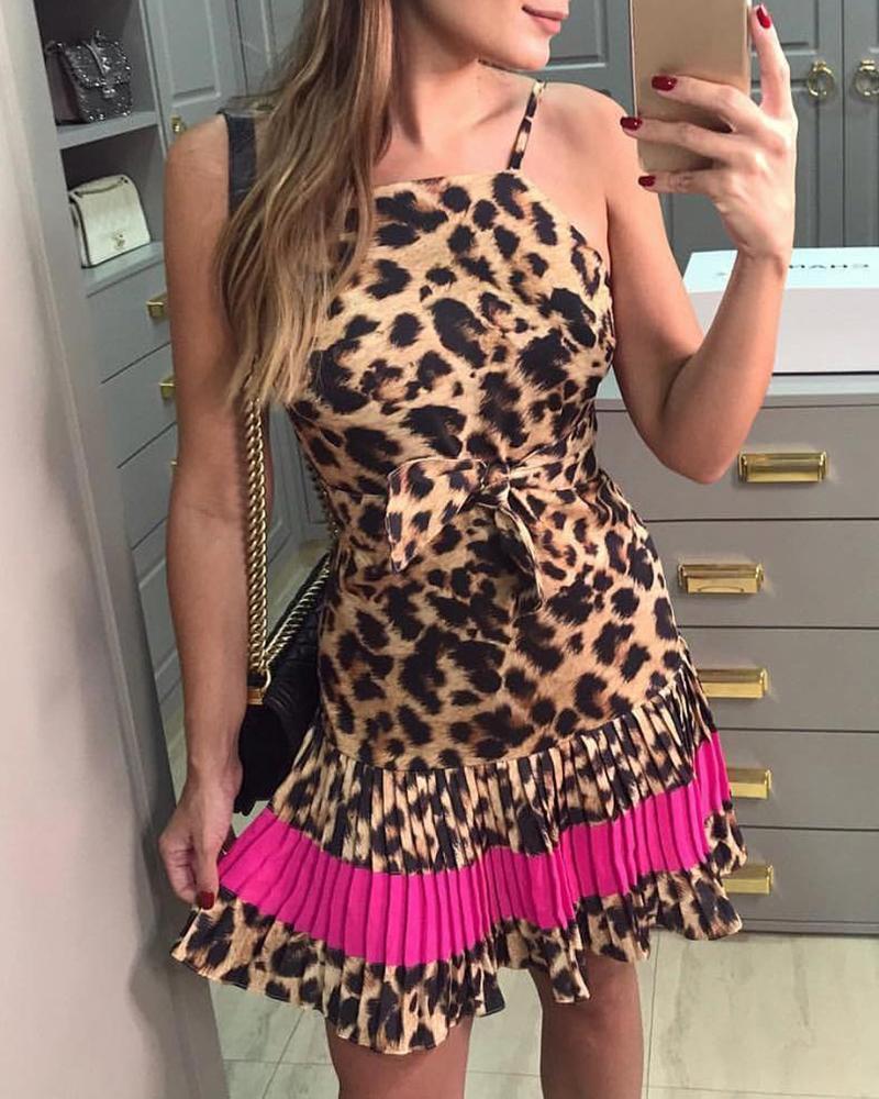 ivrose / Vestido plisado con estampado de leopardo y correa de espagueti