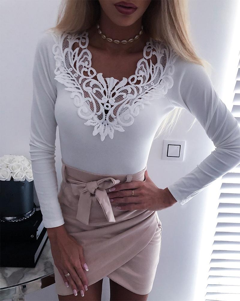 Solid V Neck Lace Trim Top фото