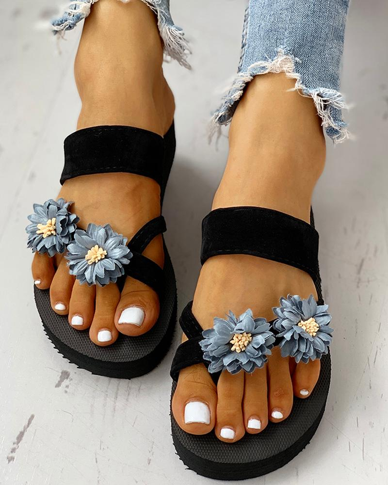 joyshoetique / Flower Embellished Toe Ring Casual Sandals