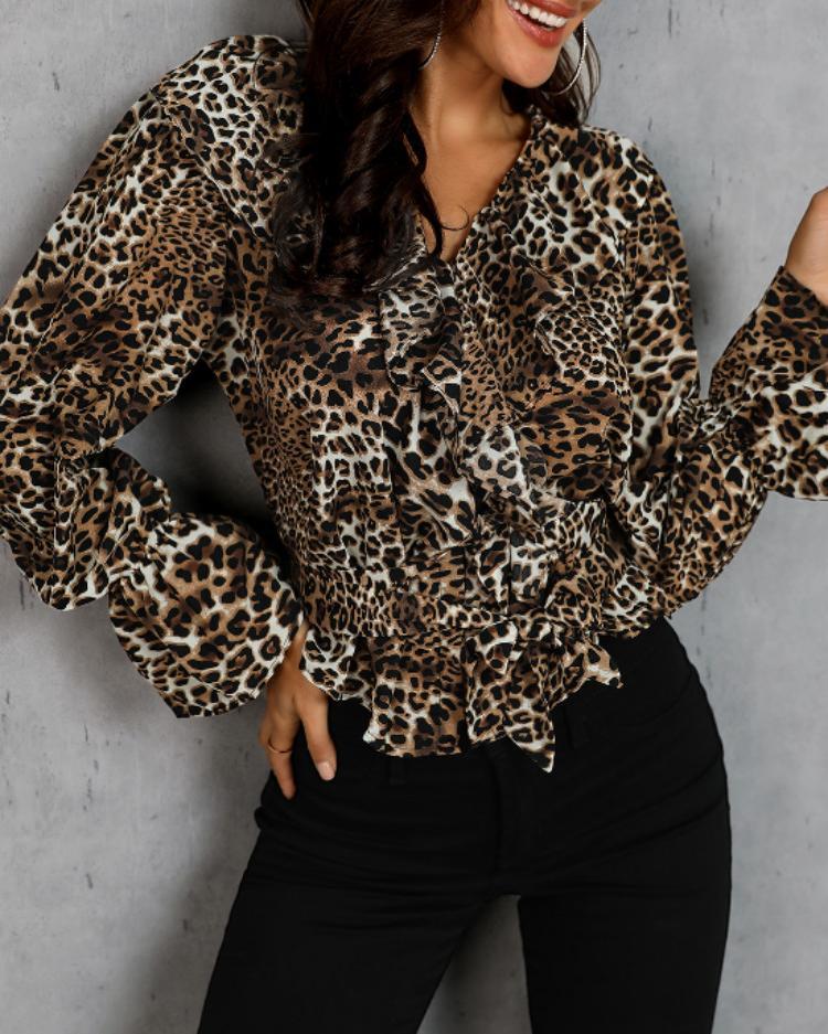 chicme / Blusa con detalle de volantes y estampado de leopardo