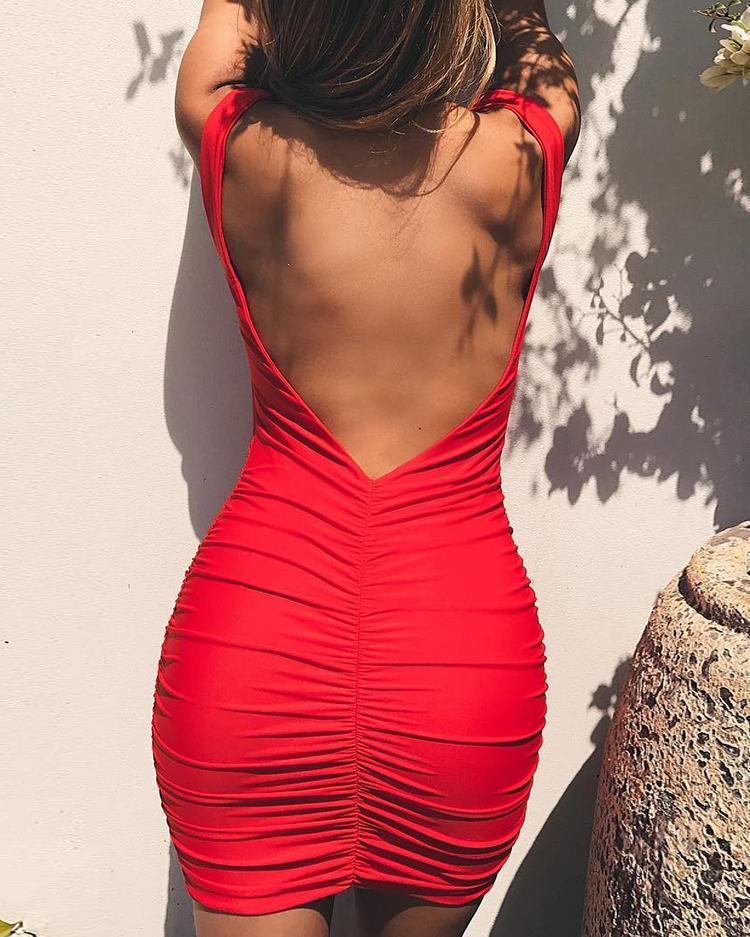 ivrose / Vestido ajustado con diseño fruncido y espalda abierta