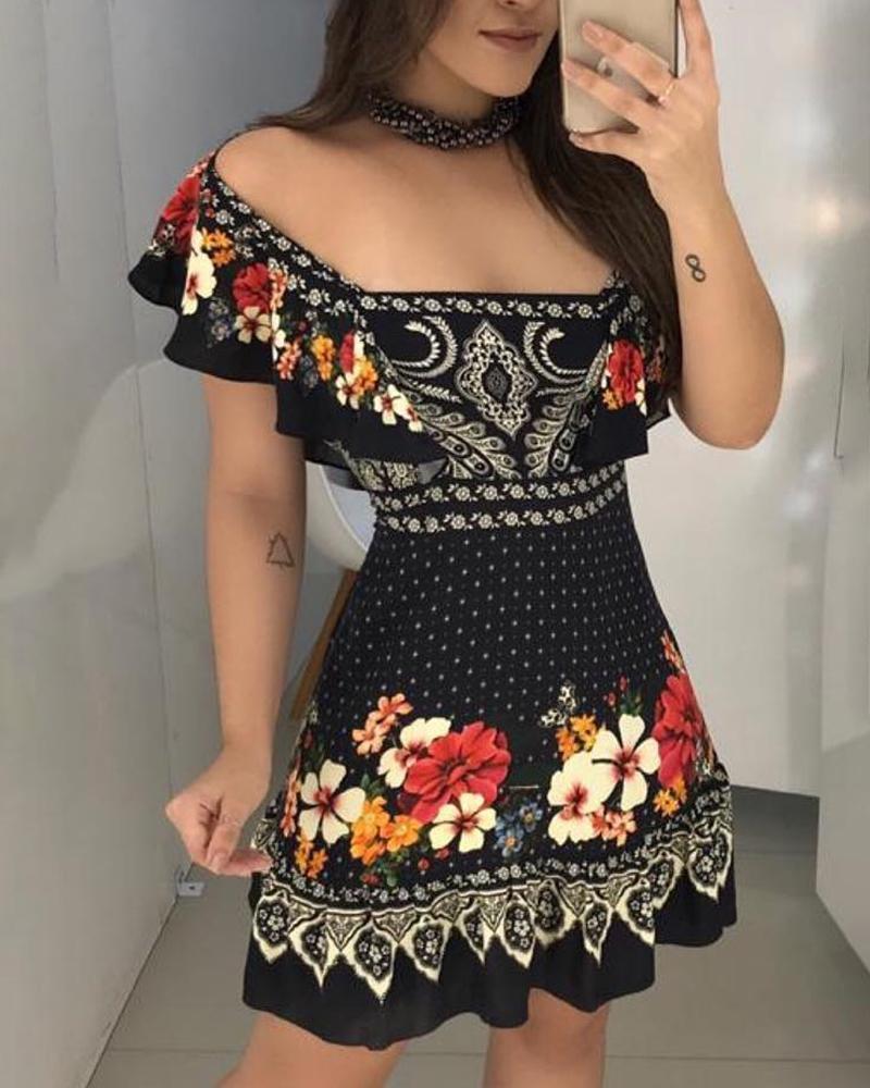 boutiquefeel / Vestido con volantes y estampado floral en el hombro