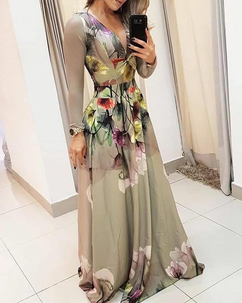 chicme / Vestido de cintura ajustada con estampado floral y cuello en V