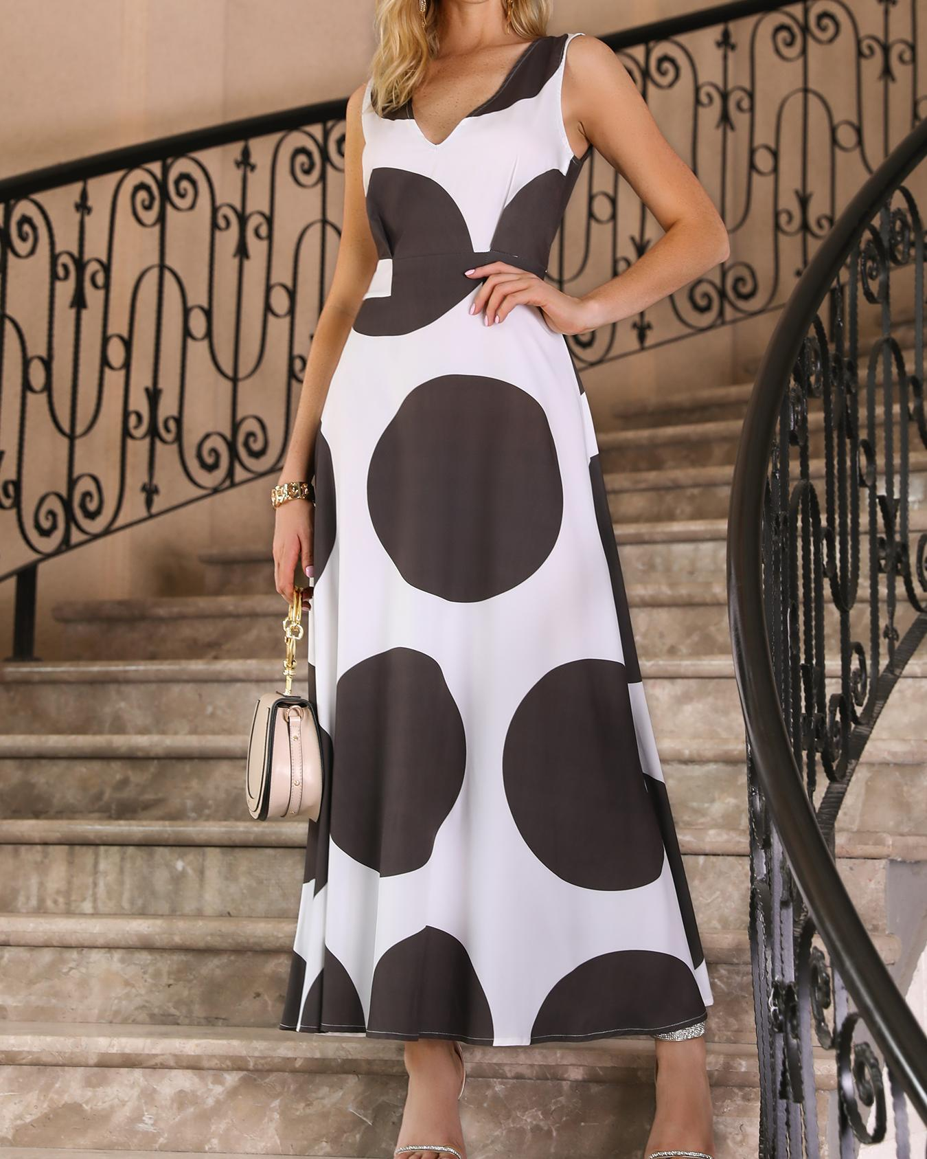 chicme / V Neck Big Dots Pleated Maxi Dress