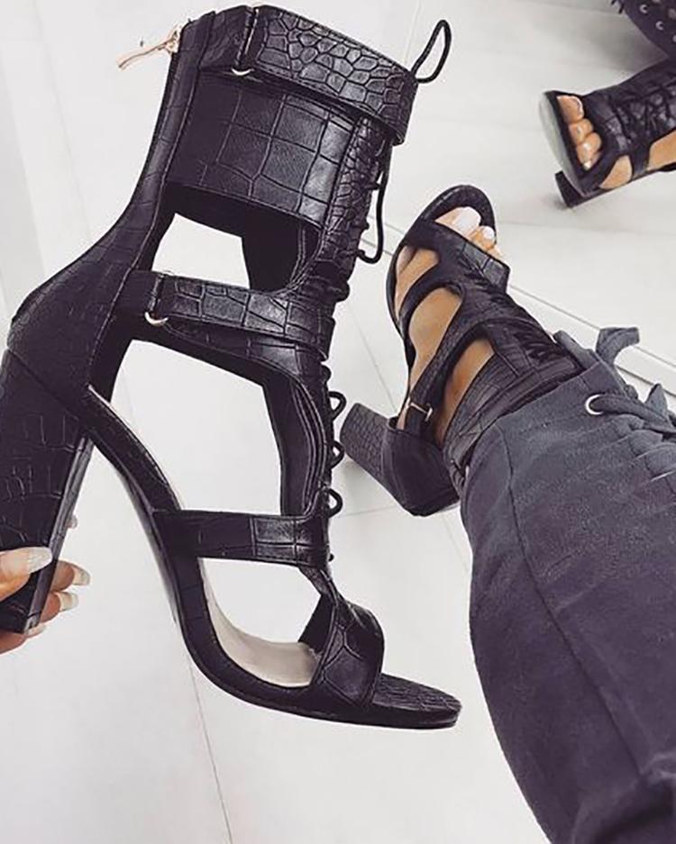 boutiquefeel / Sandálias de Salto Grosso com Recorte de Renda