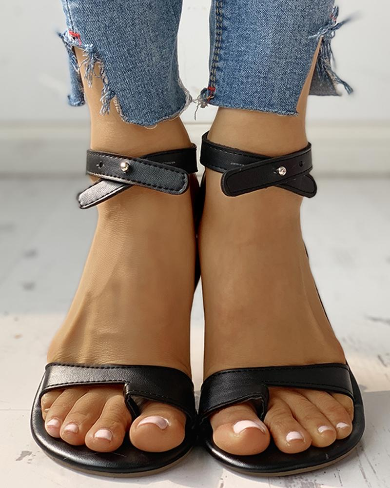 ivrose / Toe Ring Stud Buckled Sandálias Flat