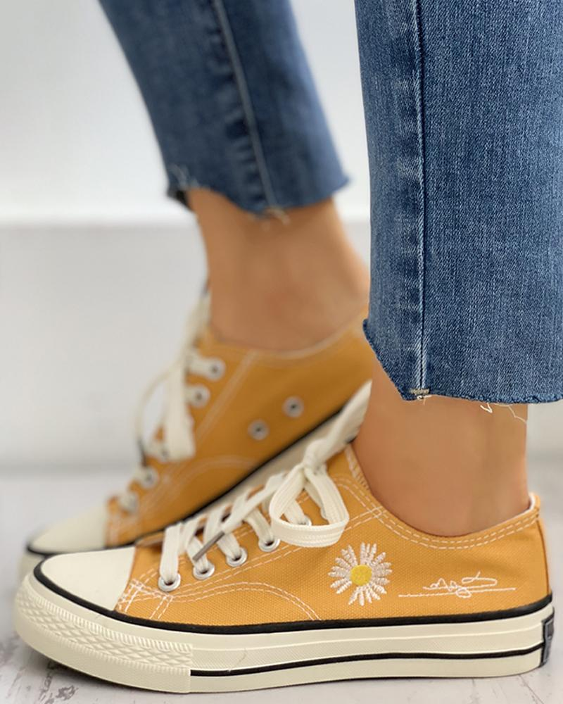 ivrose / Daisy Pattern Eyelet Lace-up Sneakers