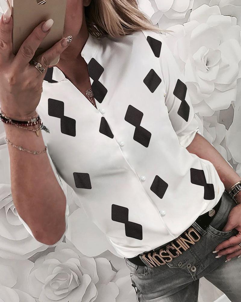 boutiquefeel / Botón de impresión Geo a través de una blusa informal