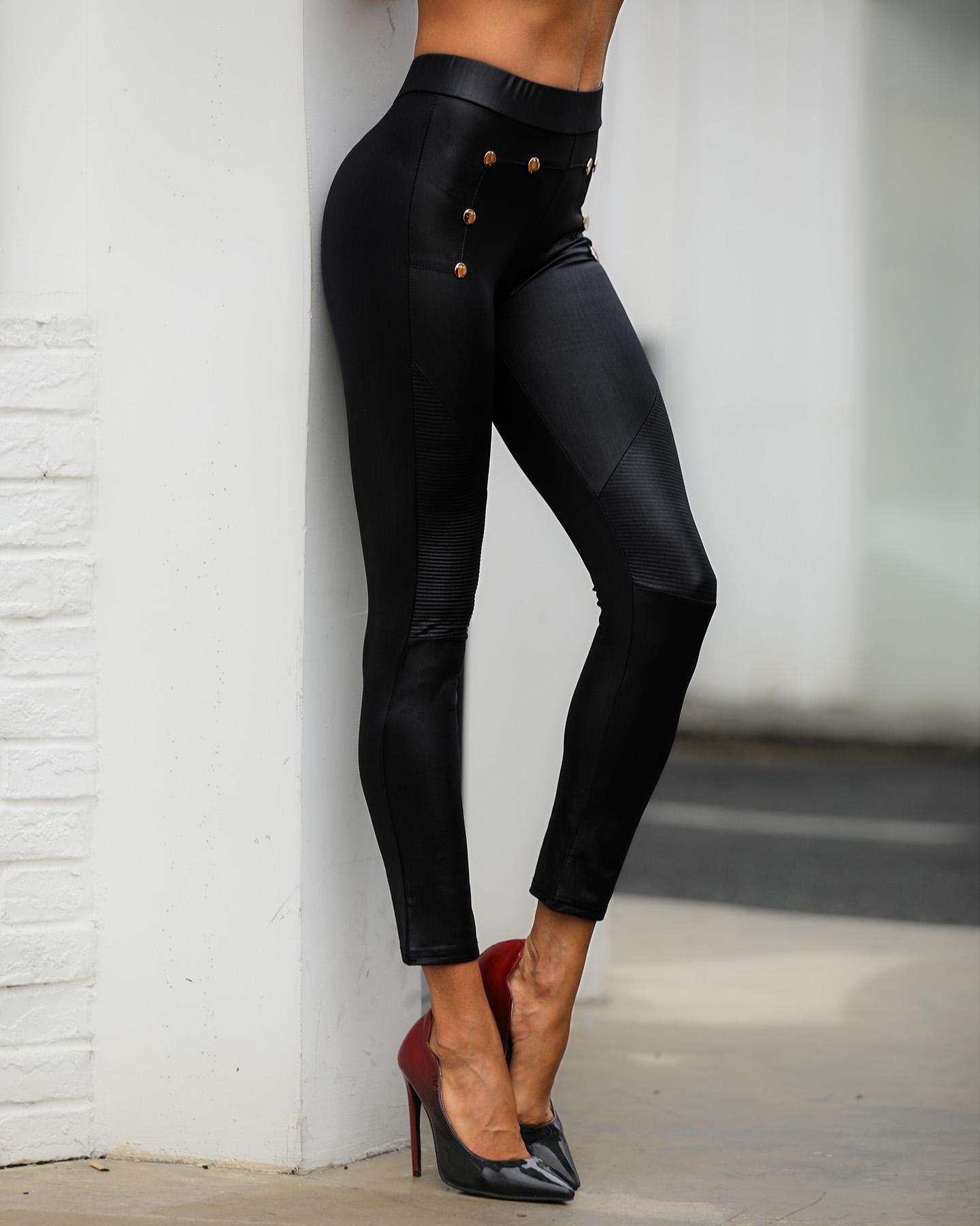 ivrose / Pantalones de PU recubiertos con detalle de botones de cintura alta