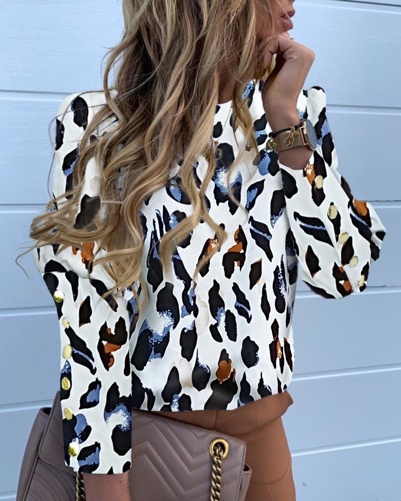 chicme / Blusa Popper con estampado de leopardo y manga larga