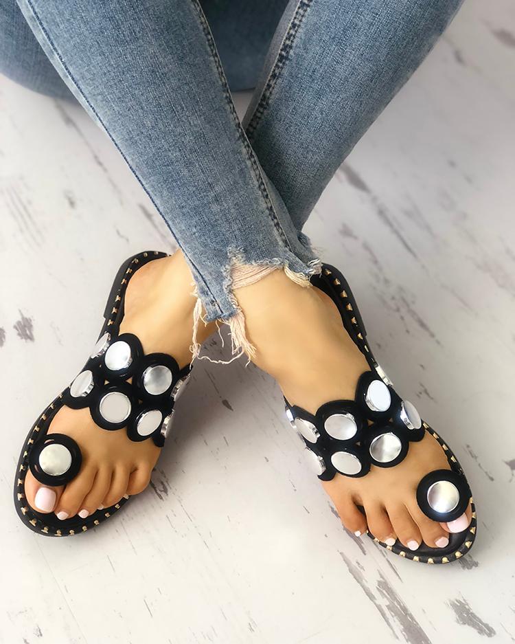 joyshoetique / Button Decorated Toe Ring Flat Sandals