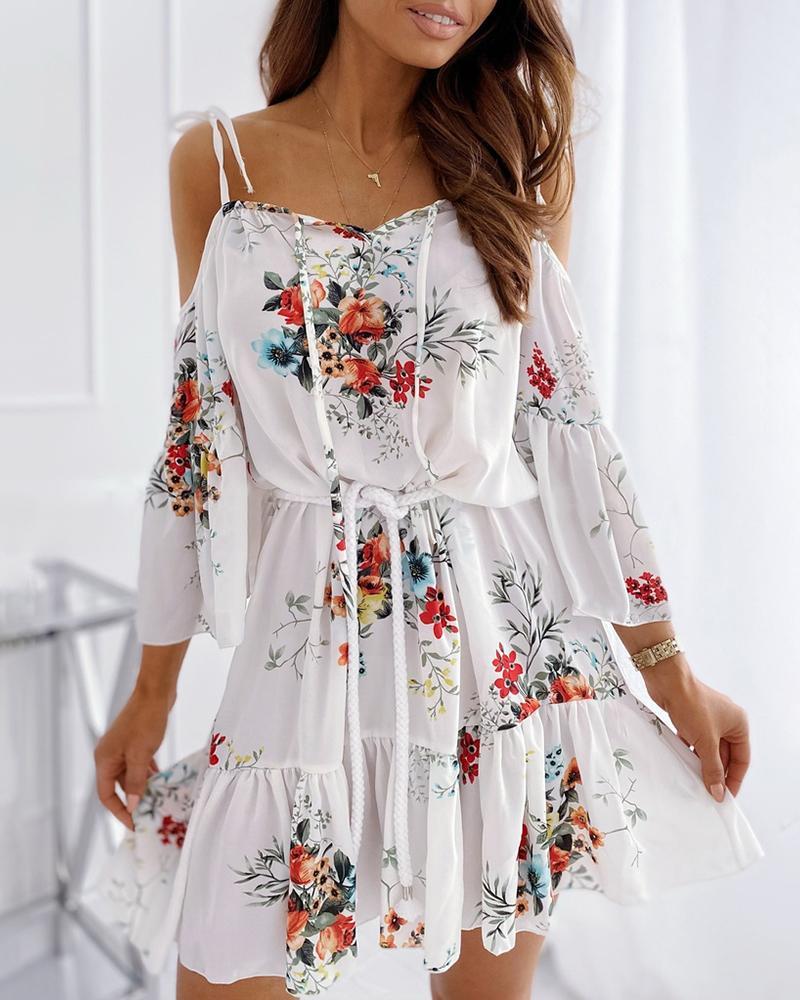 chicme / Vestido fruncido con volantes y hombros descubiertos con estampado floral