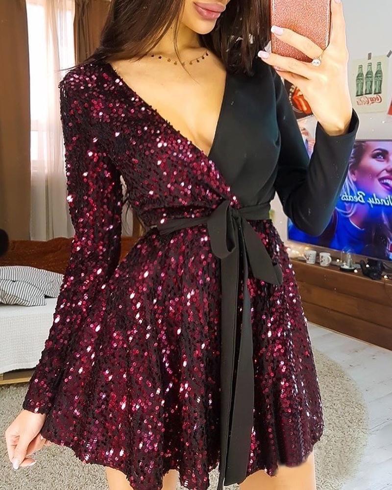 V-Neck Sequins Ruched Mini Dress фото