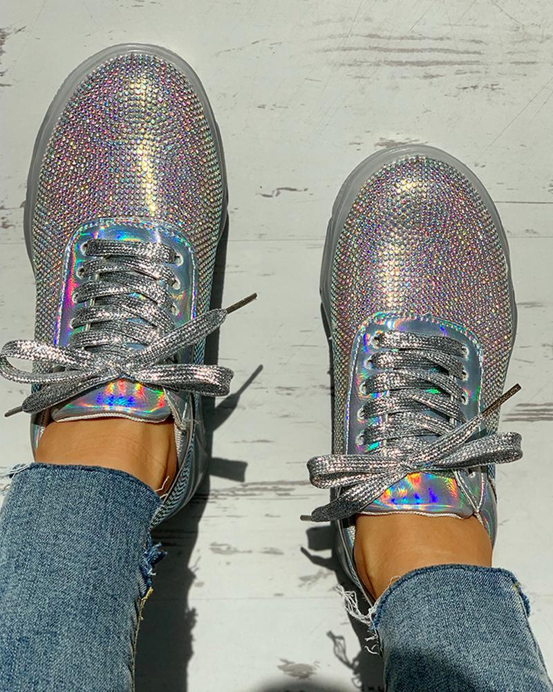 chicme / Zapatillas de deporte ocasionales con cordones y tachuelas