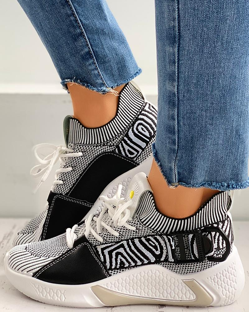chicme / Daisy Embroidery Lace-up Breathable Sneakers
