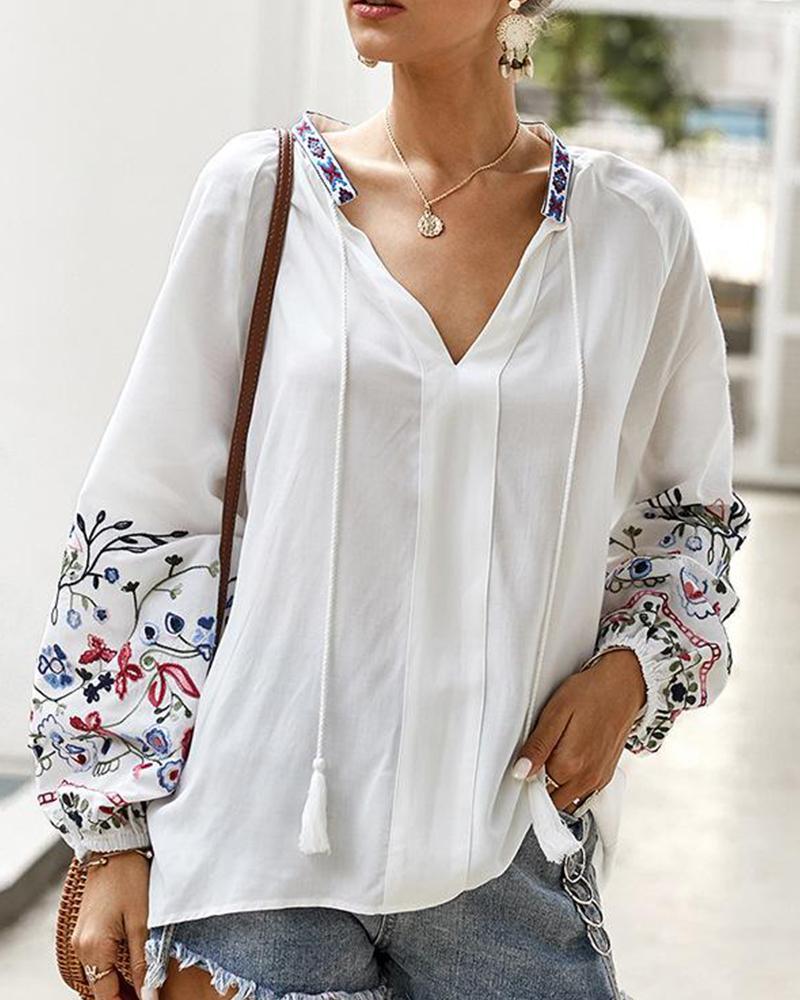 boutiquefeel / Top con cuello en V bordado floral