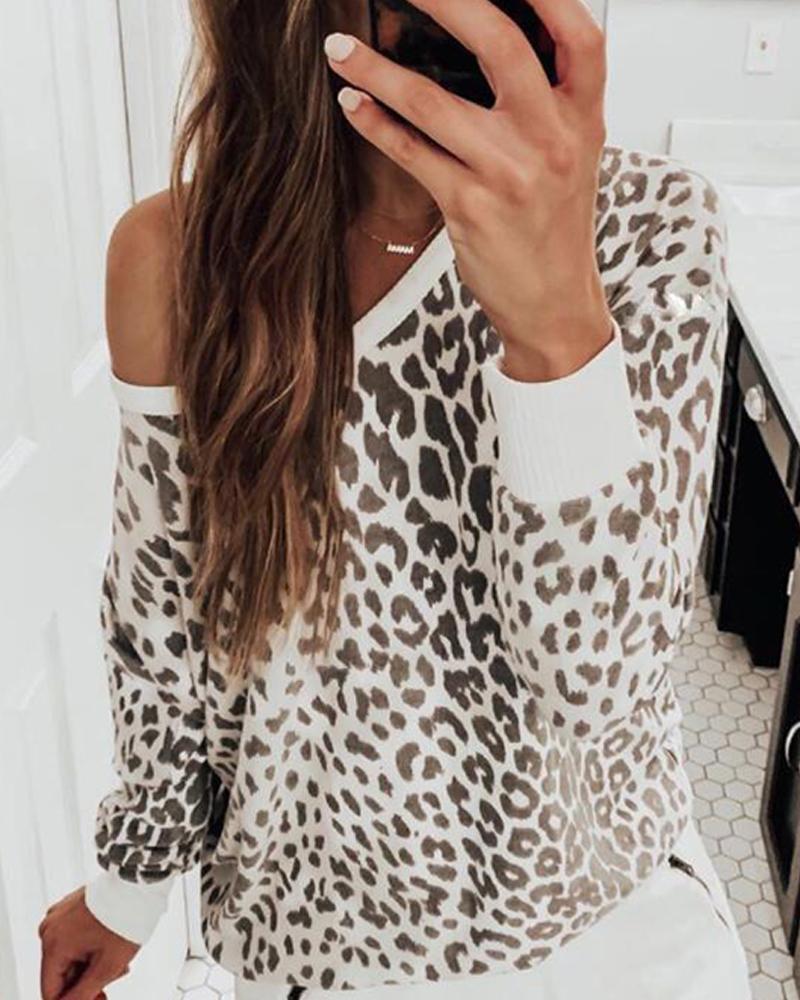 Round Neck Leopard Print Sweatshirt фото