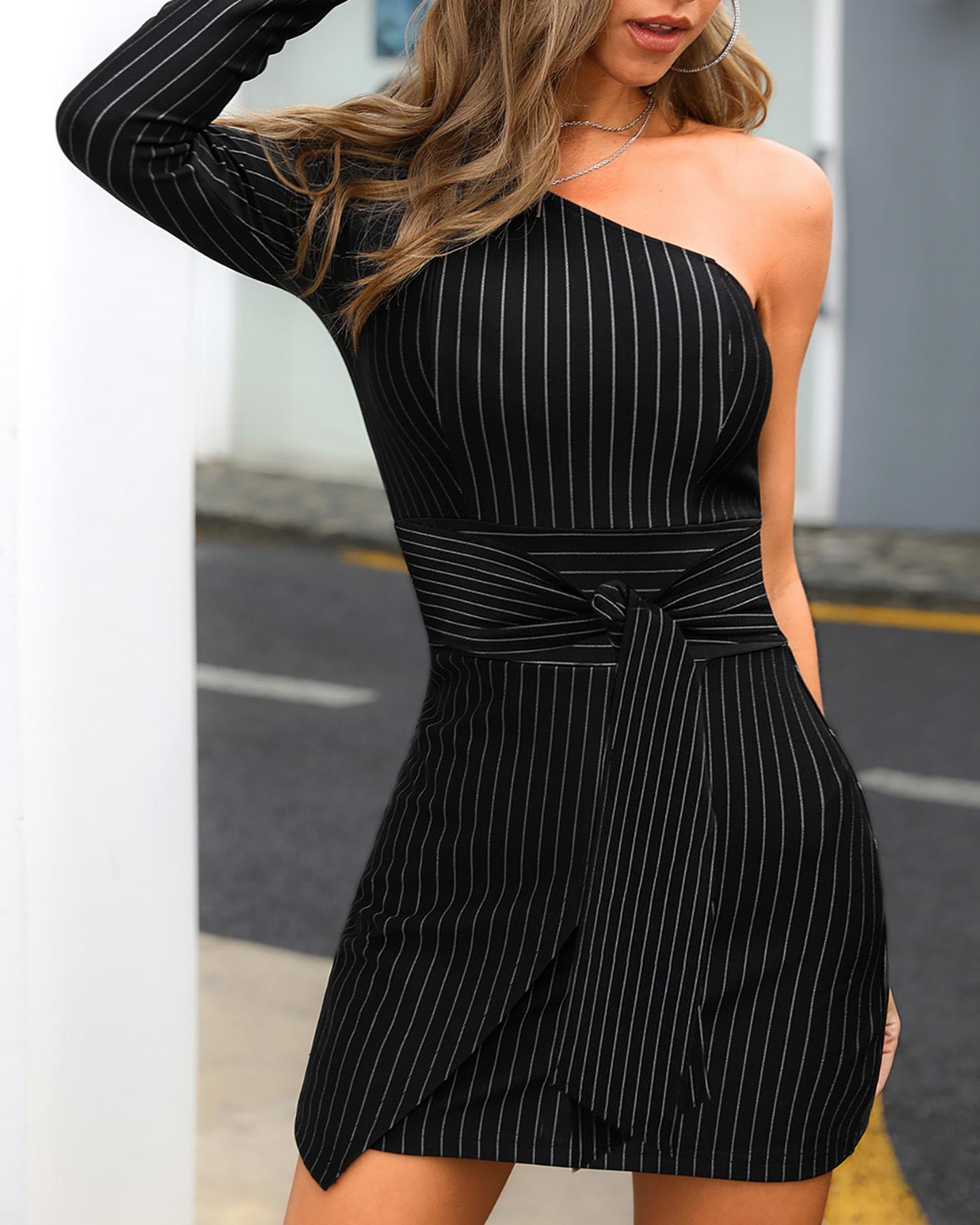 boutiquefeel / Vestido Frontal de Um Ombro Listrado