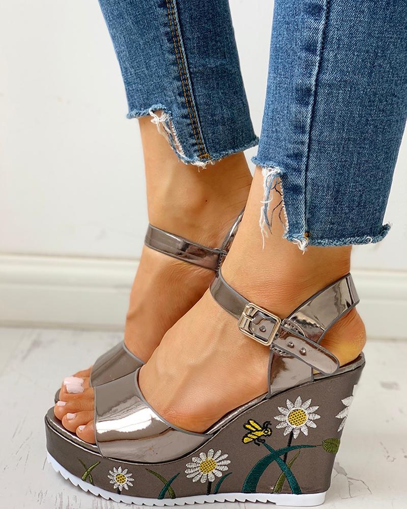 chicme / Floral Embroidered Platform Wedge Sandals