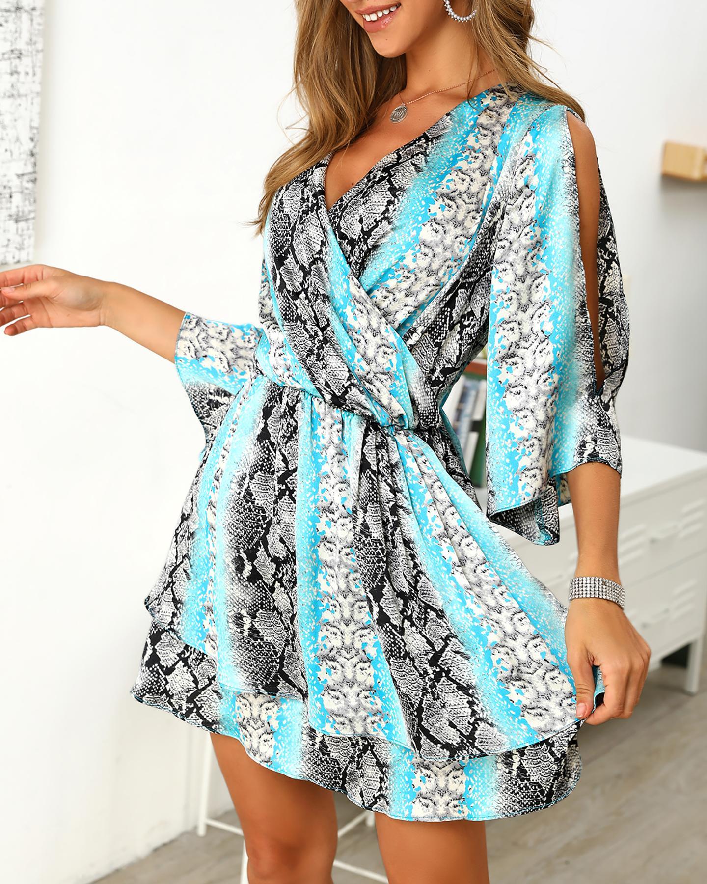 chicme / Snakeskin Leopard Print Insert Slit Sleeve Dress