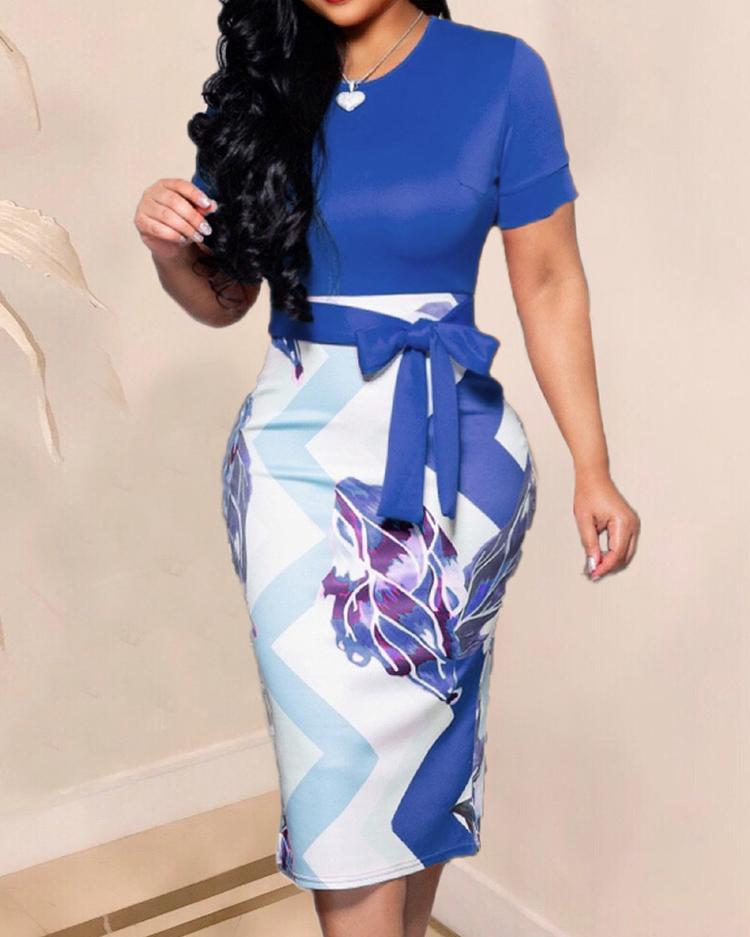 boutiquefeel / Vestido a media pierna con estampado abstracto en contraste